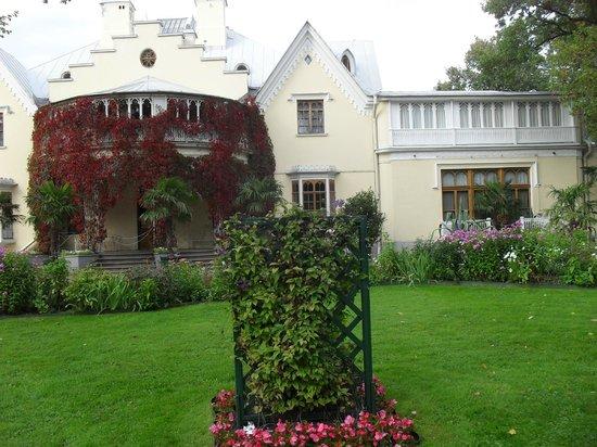 Cottage Palace in Peterhof: вход