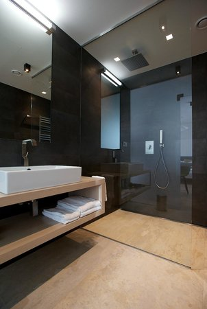 Mosaic House: the Penthouse Bathroom