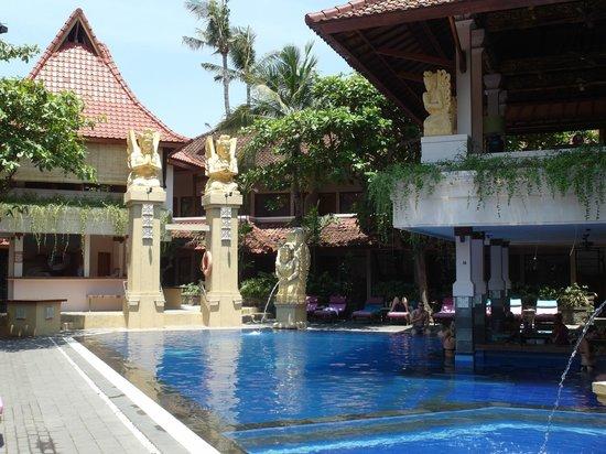 Bounty Hotel: Poolbar