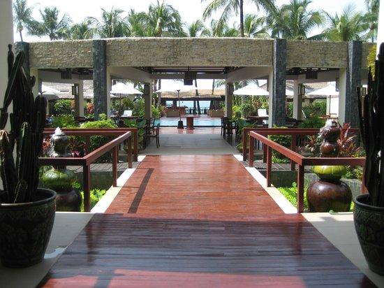 Bayview - The Beach Resort: Blick vom Eingang auf die Anlage