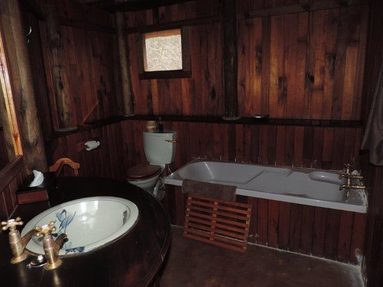 Shayamoya Tiger Fishing & Game Lodge: Bathroom