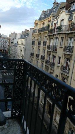 Hotel Camelia International: Вид из номера отеля с 4 этажа