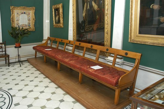 Salomons Estate: Salomons own museum and one of the original benches from the houses of parliment