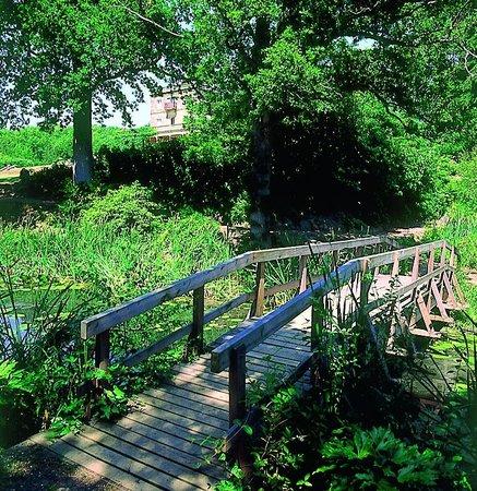 Salomons Estate: bridge over the small lake