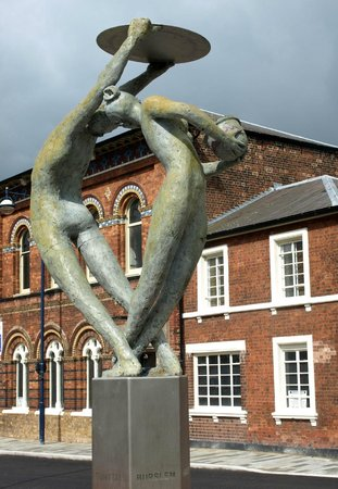 The Potteries Museum and Art Gallery: Sculpture outside the main entrance of the PMAG