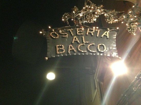 Osteria Al Bacco : insegna vista notturna