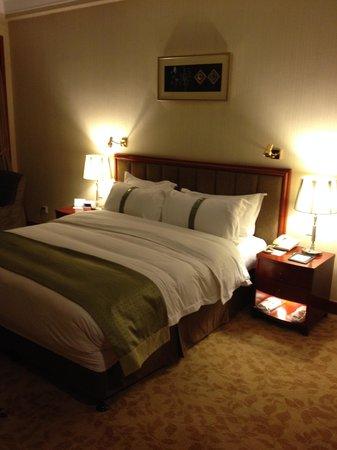 Holiday Inn Zhengzhou Zhongzhou: Superior Suite Bedroom Photo 2