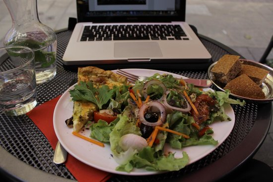 Didaskali: Delicious fresh salad and quiche!