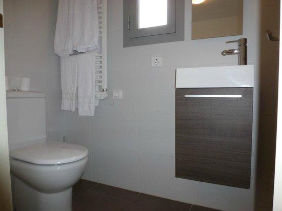 Hotel Estel: Baño apartamentos