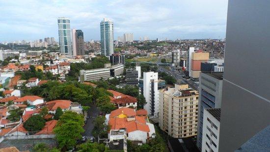 Mercure Salvador Pituba: Vista da janela do apartamento - fundos
