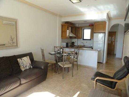 PlayaMarina II : Lounge/Kitchen area