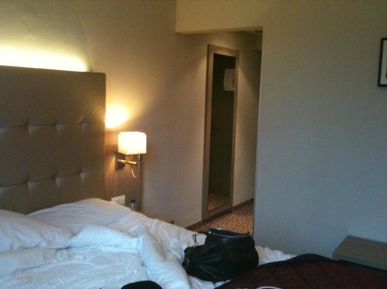 Marivaux Hotel: Just before leaving the room, taken from window side