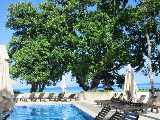 Berjaya Beau Vallon Bay Resort & Casino - Seychelles: piscine vue mer