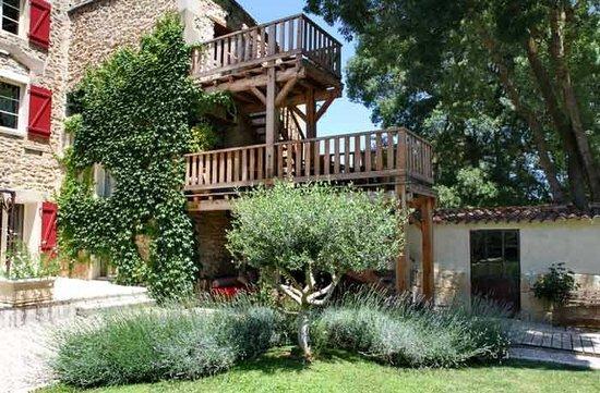Le Moulin de Picaud : Les terrasses des chambres