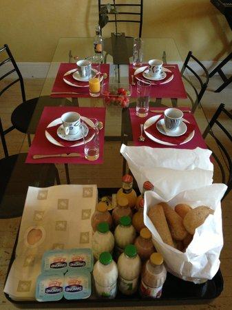 Lady Jane B&B: Завтрак на четверых
