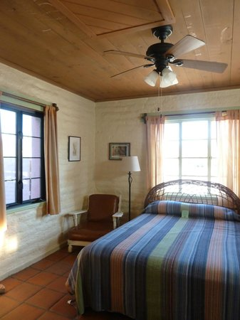 29 Palms Inn: Dandelion- amazing views of the desert from all windows!