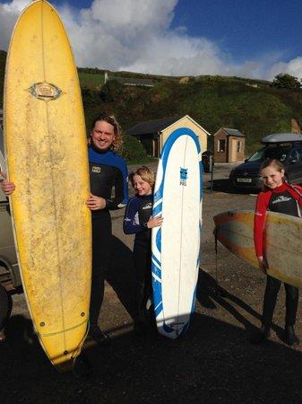 Saunton Sands Hotel: Saunton Sands - surfing with the kids -One happy Daddy!