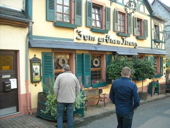 Historisches Weinhotel Zum Grünen Kranz: Het hotel