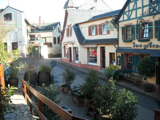 Historisches Weinhotel Zum Grünen Kranz: De straat