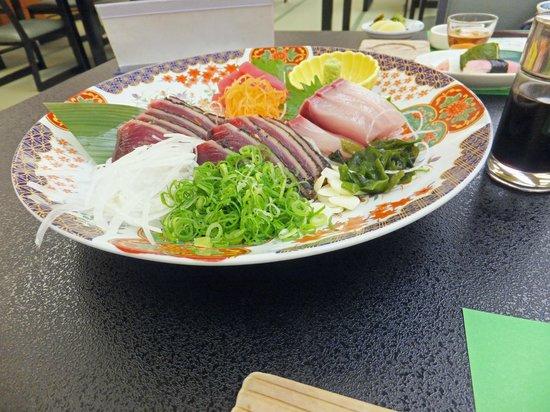 Sansuien: 鰹のたたきとお刺身