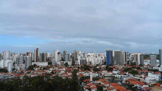 Mercure Salvador Boulevard: Vista da janela do quarto dos fundos