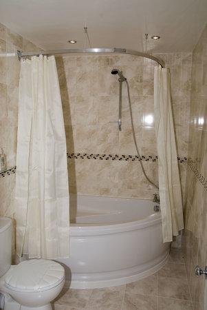 The Hamilton: Seashell bathroom