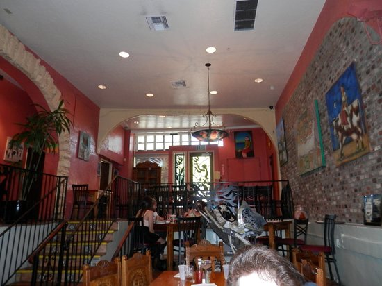 LA Golondrina Mexican Cafe: Atmosphere