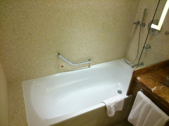 Sheraton Club des Pins Resort : Bath room Nice but not very clean