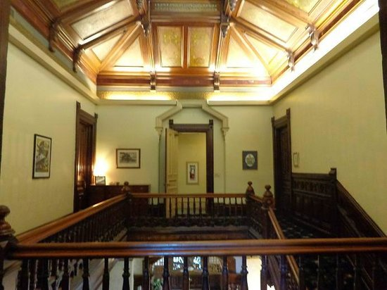 Hostelling International Sacramento : View from the top of the stairs