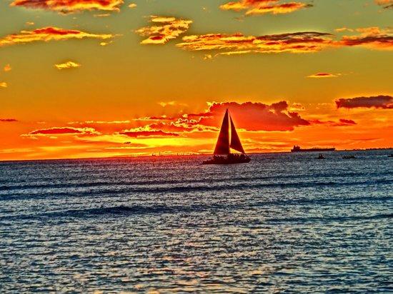 Kaimana Beach: サンセット&ヨット