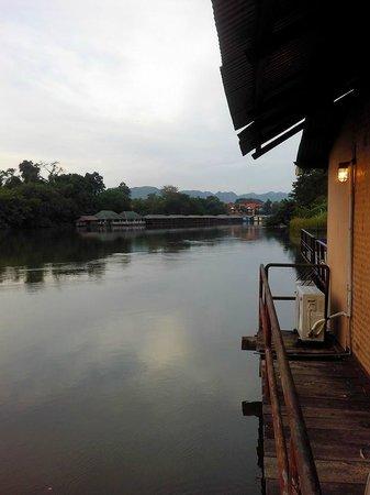 Bua Sawan Resort: มองจากเรือนแพ