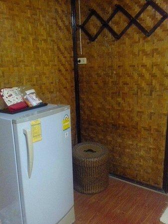 Bua Sawan Resort: ตู้เย็นมีมินิบาร์แน่นเอี๊ยด