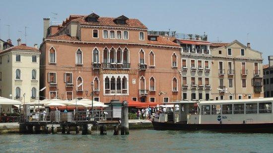 Hotel Gabrielli: Отель вид с воды