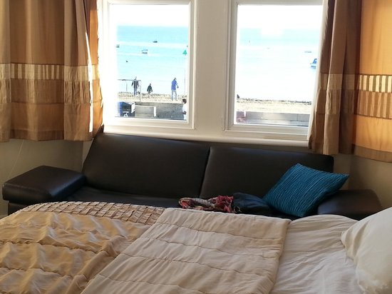 The Waverley Guesthouse: Sea view from the bed