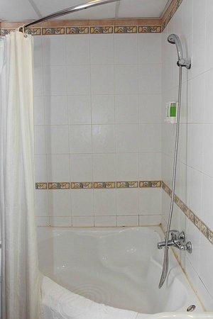 Lac Vien Hotel: bathroom