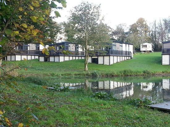 Hengar Manor Country Park: Waterside lodges