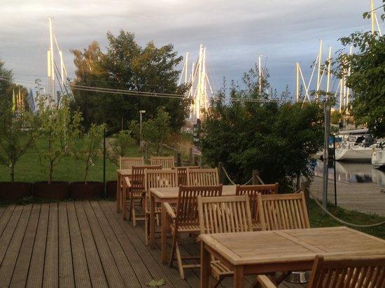 Restaurant Tischlerei: Terrasse, Blick Richtung Wieck