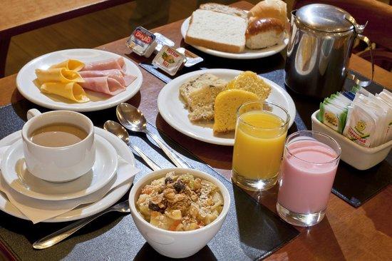 Hotel Valerim Plaza: Café da manhã