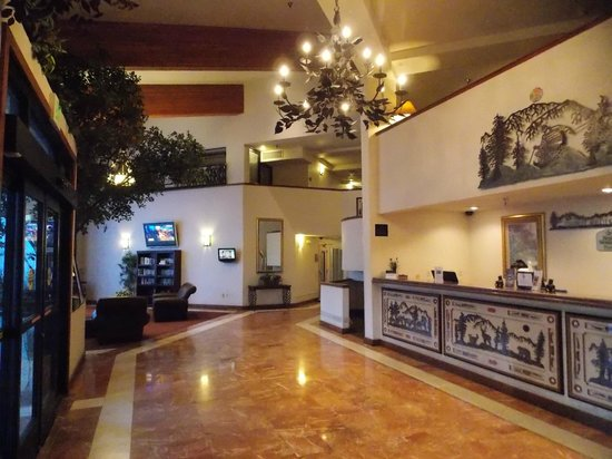Best Western Plus High Sierra Hotel: Hall