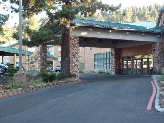 Best Western Plus High Sierra Hotel: Ingresso Hotel di giorno