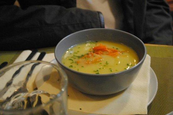 Olivia Cafe: Tagessuppe Selleriecreme mit Möhren