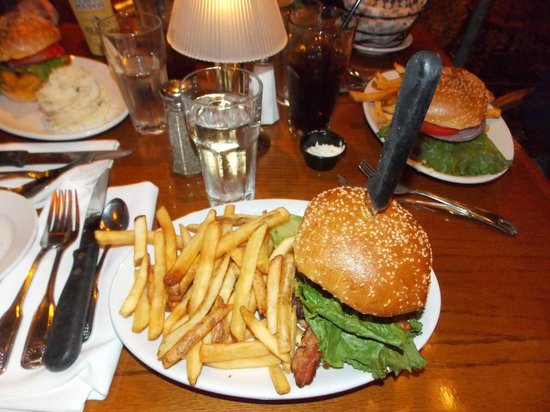 Slocums Grill & Bar: Hamburger