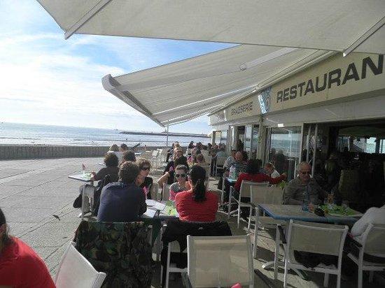 Le Charibari : La terrasse en face la mer