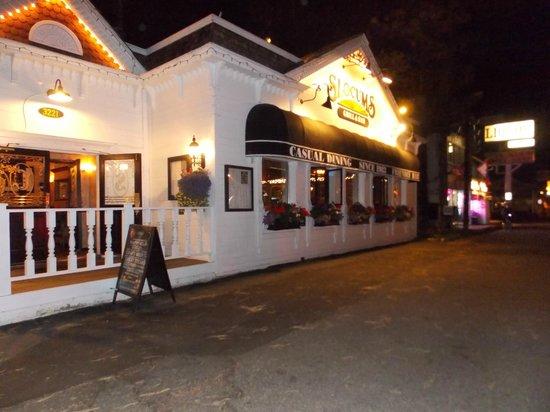 Slocums Grill & Bar : Esterno SLOCUMS