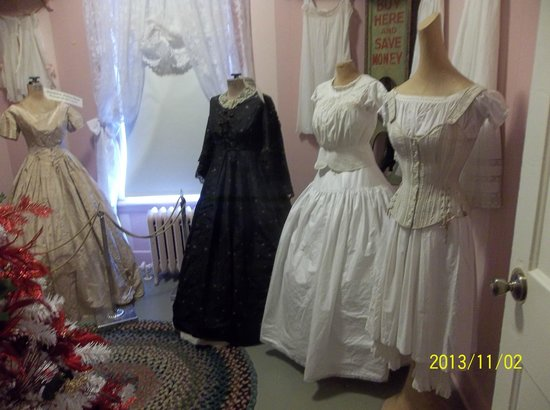 Lake County History Center: Lake  County Historical Center clothing exhibit