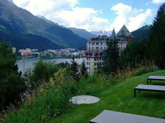 Kulm Hotel St. Moritz: 屋外プールからの眺め