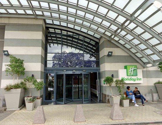 Holiday Inn Johannesburg-Rosebank: Porte cochure of Rosebank Holiday Inn