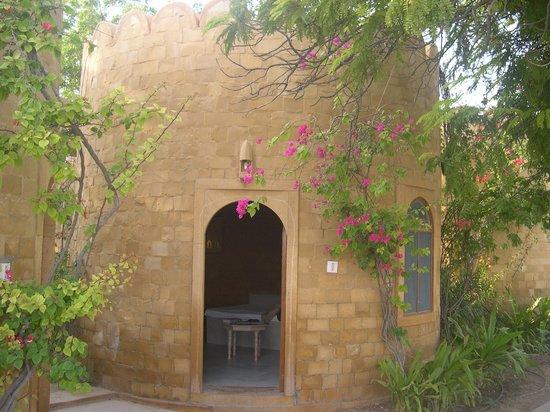Himmatgarh Palace : Chambre situé dans un semblant de donjon