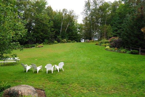 Wilson Lake Inn: giardino