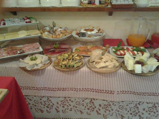 Palazzo Trevi Charming House: Colazione - il piccolo buffet
